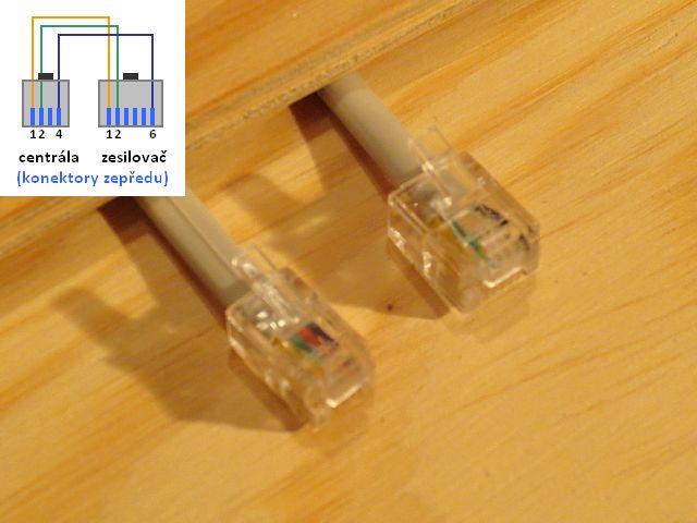 Zapojení propojovacího kabelu k zesilovači